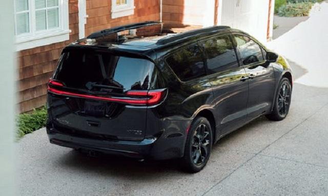 2021 Chrysler Pacifica rear