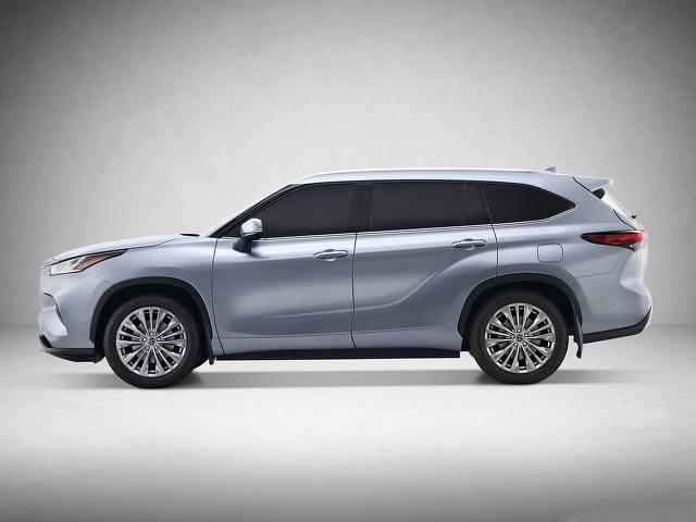 2022 Toyota Highlander side