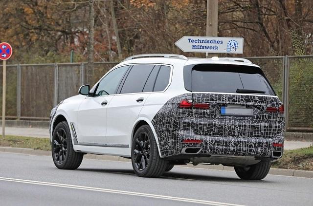 2022 BMW X7 rear