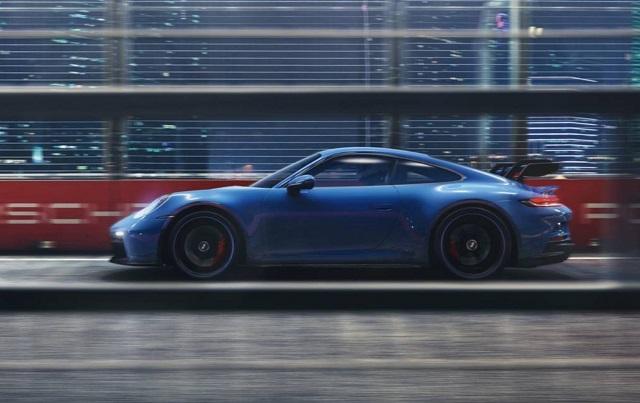 2022 Porsche 911 side