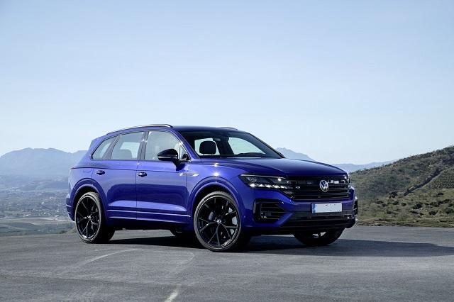 2022 VW Touareg front