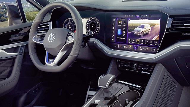 2022 VW Touareg interior