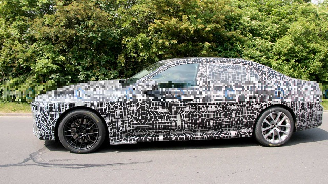 2023 BMW 7-Series side