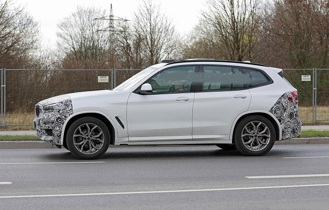 2023 BMW X3 side