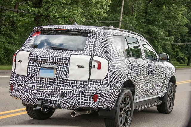 2023 Ford Everest rear